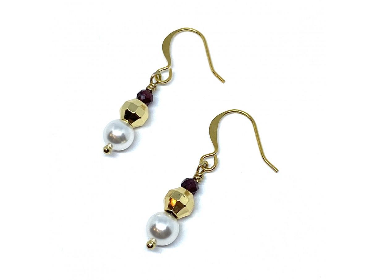 Øreringe med hvide swarovski perler, granat og guld