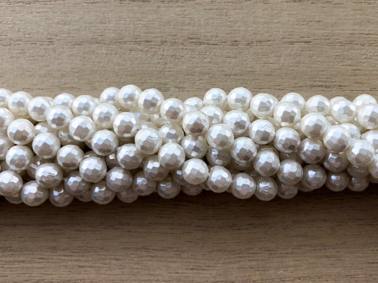 Hvid shell pearl, facetslebet rund 8mm