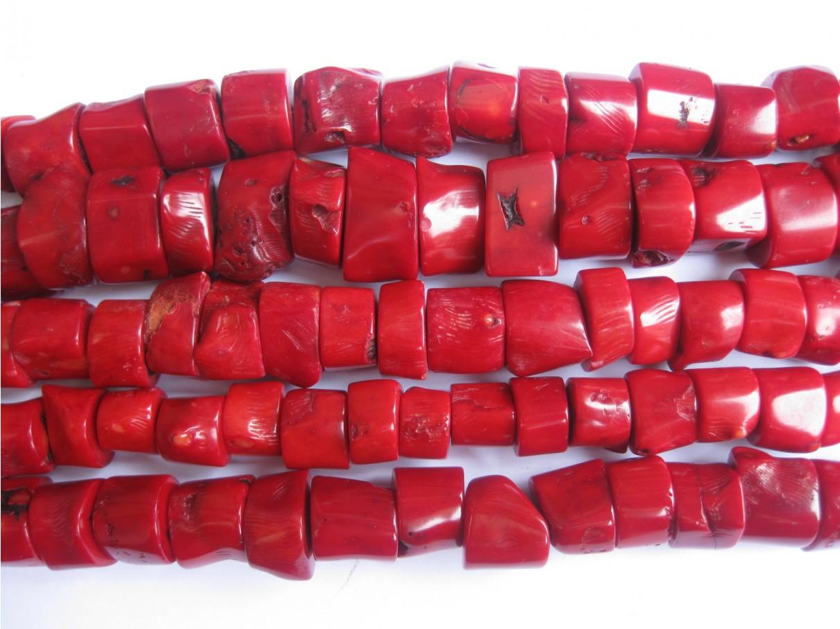 Rød koral, ujævne stykker, hel streng