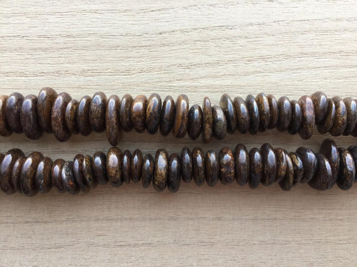 Perler af bronzite til smykker