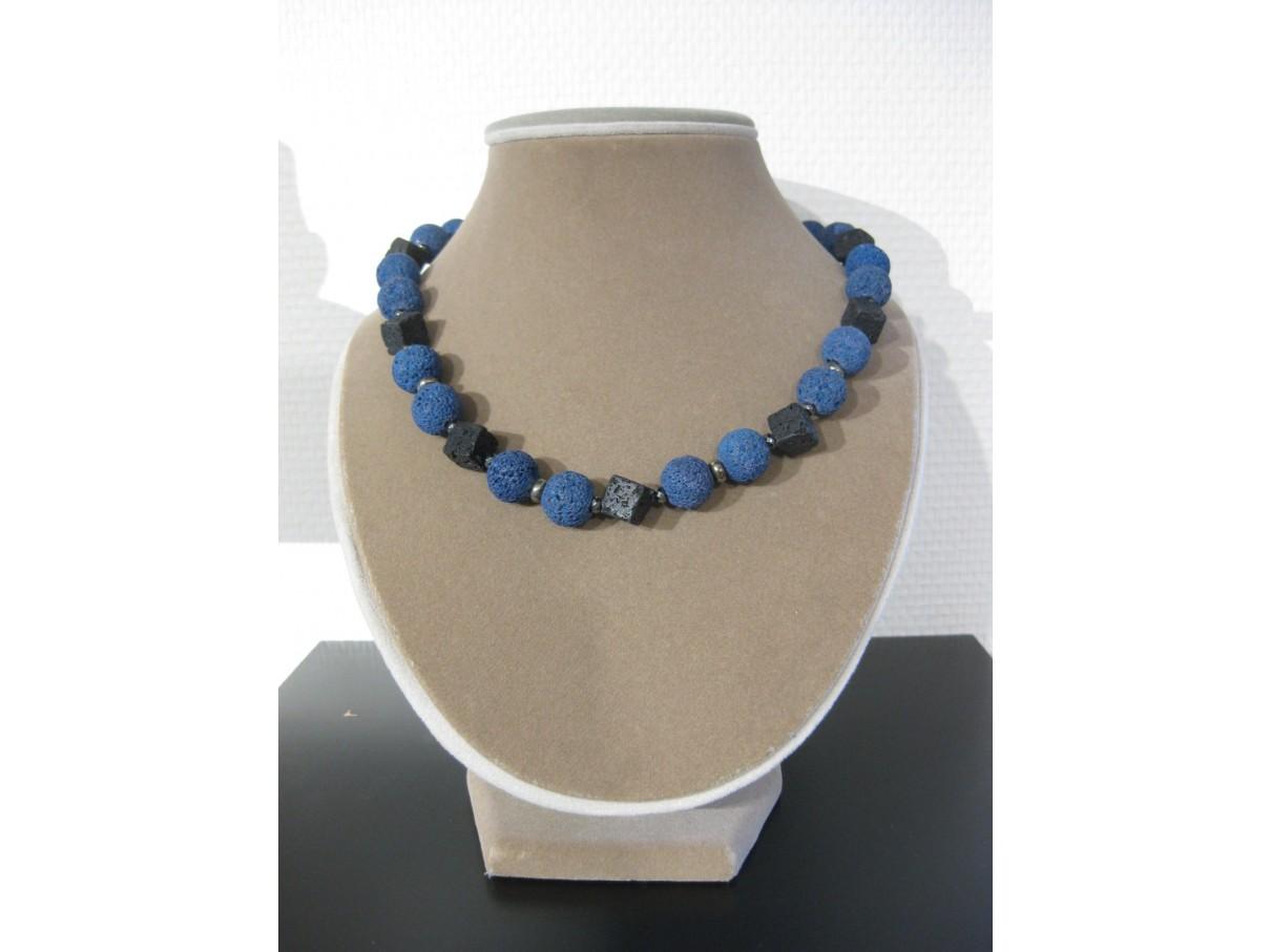 Halskæde, blå og sort lava