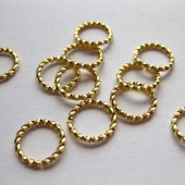 6mm snoede øskner, guldbelagt 10 stk-20