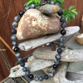 Halskæde, grå-sorte perler-20