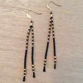 lange sorte og guld øreringe