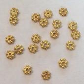 4mm blomster mellemperle i guldbelagt sterling sølv, 20 stk-20