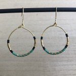 guld øreringe hoops med Delica perler