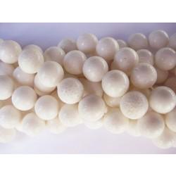 Hvid svampekoral, rund 11-12mm, hel streng