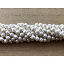 Hvid shell pearl, facetslebet rund 8mm, hel streng