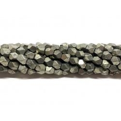 Pyrit, kantede nuggets 6mm, hel streng